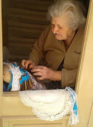 victoria-gozo-lace-making